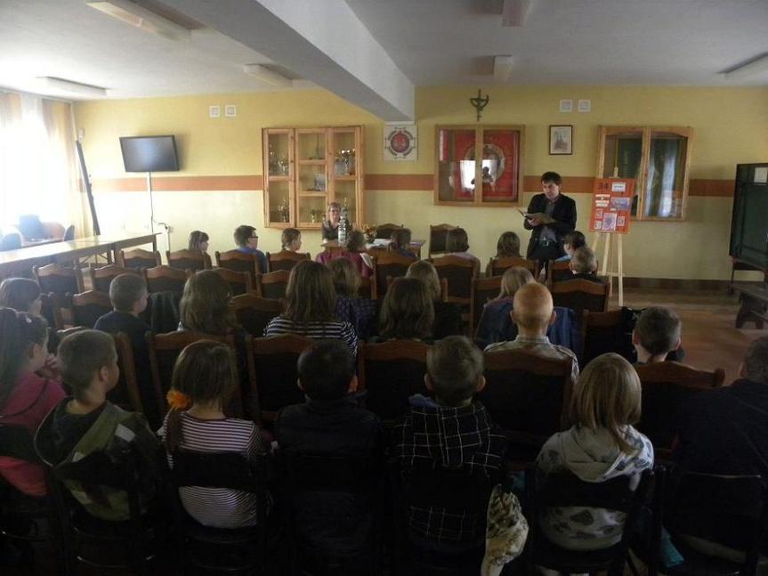 Spotkanie z pisarzem Łukaszem Dębskim w Gminnej Bibiotece Publicznej w Jedlni